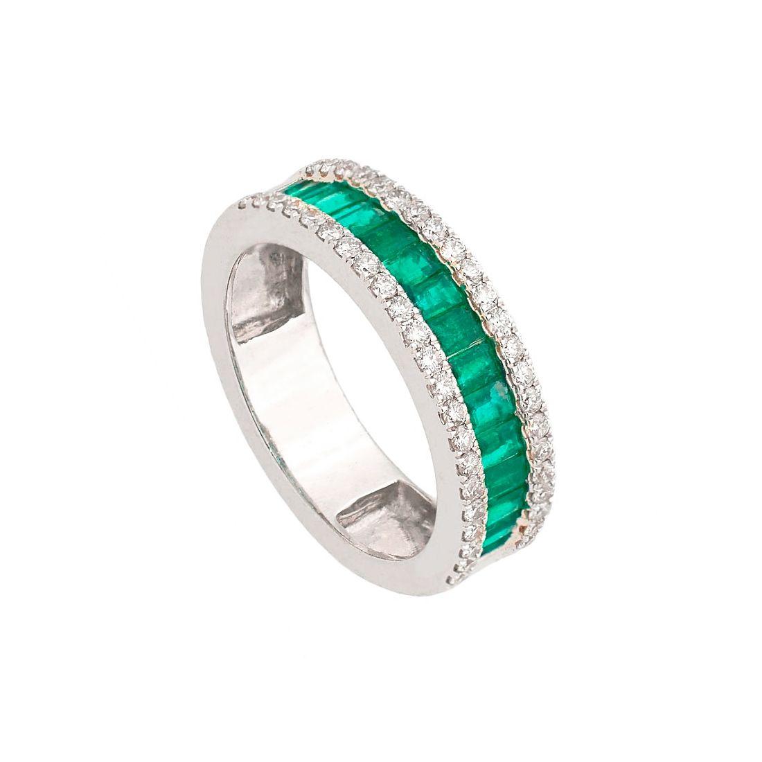 Sortija con diamantes y banda central de esmeraldas  - 1